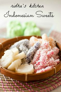 Cenil, Kue Putu , Kue Lupis. They're sweet, yet a lil bit salty. Best morning snacks!