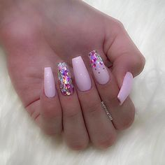 Pretty nails for @lucyfuckinghall Using glitter from @glitter_heaven_australia