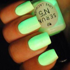 Glow in the dark nails nail pretty nails green nails glow in the dark nail ideas nail designs these are soooooo awesome! Dark Nails, Neon Nails, Love Nails, How To Do Nails, Pretty Nails, My Nails, Bright Nails Neon, Light Nails, Uñas Color Neon