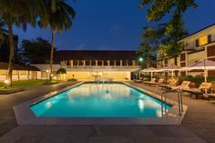 The Cascade Poolside is a fine venue for more informal gatherings; and can accommodate up to 600 guests.