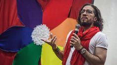 """ex bbb Jean Wyllys...""""dePUTAdo"""" que cospe e defende cirurgia de mudança de sexo para menores, defende liberação de drogas...acorda Brasil"""
