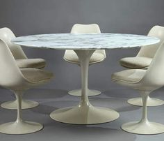 Tulip Dining Table and Set of Five Tulip Chairs by Eero Saarinen for Knoll International - Eero Saarinen - Knoll
