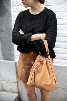 BUCKET BASH   Fiona from thedashingrider.com wears Mango Suede Skirt, American Apparel Fisherman Knit, Selected Boots and Le Tanneur Suede Bag #ootd #whatiwore #petite #petiteblogger
