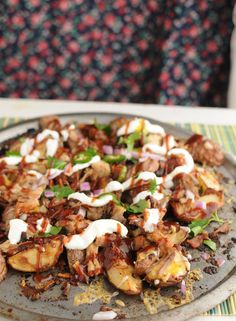 Baked BBQ Potato Wedges are a hit that everyone will be talking about. Whip up a batch for your next tailgate party or cookout! They won't last long! Nothing travels faster than fresh gossip in a small town. Even in today's modern society with social media where you can stay more up-to-date on the world … Bbq Potatoes, Fried Potatoes, Potato Wedges, Special Recipes, Savoury Dishes, Main Meals, Wine Recipes, Food And Drink, Veggies