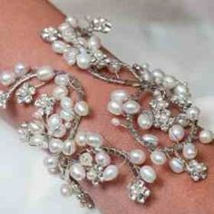 Want something like this for my wedding WOW!! :) where to get? #help #wedding #pearl #cuff