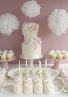 wedding cake- pink ombre flowers