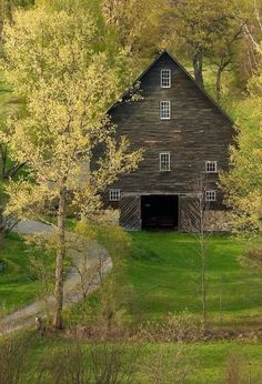 Loving this barn! Early Spring green on a farm in East Montpelier, VT Kurt Budliger. Farm Barn, Old Farm, Country Barns, Country Life, Country Living, Country Roads, Country Kitchen, Barn Pictures, Barns Sheds