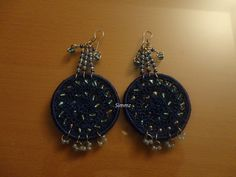 Earrings with shades of blue