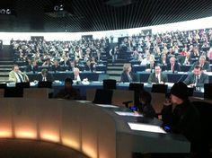 Hemiciclo virtual del Parlamento Europeo (Bruselas). Te sientes como un diputado europeo.