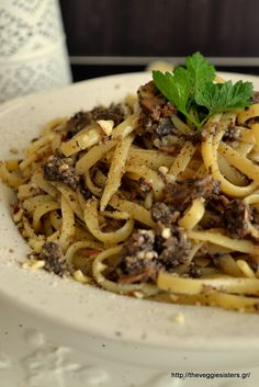 Pasta with mushroom minced meat Pasta Recipes, Cooking Recipes, Greek Dinners, Greek Pasta, Vegetarian Recipes, Healthy Recipes, Healthy Meals, Mushroom Pasta, Greek Recipes