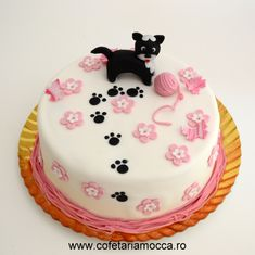 Playful cat cake with pink flowers made of sugar paste Sugar Paste, Mocca, Flower Making, Birthday Cakes, Pink Flowers, Tart, Bakery, Pets, Sweet