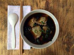 Vegan Miso Soup with Ravioli // Zuppa di miso con ravioli vegan