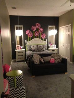Like the wall art in this teen / tween girls room
