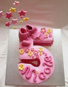 22 Fantastiche Immagini Su Torte A Numero Birthday Cakes Fondant