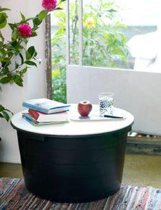 Wil je een stoer bijzet- of salontafeltje? Bijvoorbeeld voor in een serre, balkon of tuin. Dan is deze handige opbergtafel van een speciekuip perfect.