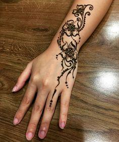 Palm Henna Designs, Simple Henna Tattoo, Henna Tattoo Designs Simple, Henna Tattoo Hand, Mehndi Designs For Fingers, Simplistic Tattoos, Easy Henna, Tribal Hand Tattoos, Finger Tattoos