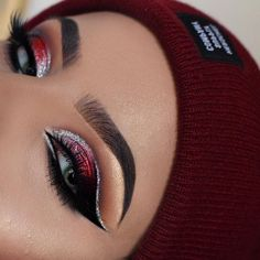This is our 2018 makeup goals ❤️ @ayeeshabx looking fierce in our #StarletLashes ✨ #houseoflashes #lashes #lashgamestrong #lashfocus #browfocus #motd #makeuplooks #crueltyfree