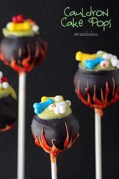 Give those little witches a cauldron they can cackle over! These fun Cauldron Cake Pops will be the hit of your Halloween Party. Halloween Desserts, Halloween Cupcakes, Hallowen Food, Postres Halloween, Halloween Treats For Kids, Halloween Party Supplies, Halloween Candy, Easy Halloween, Halloween Cake Decorations