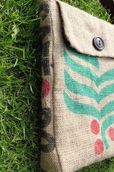 Bolsa reciclada de un saco de cafe::..*•#~~$??*
