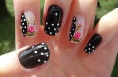 Nail art: Unha preta com poá e rosas