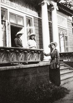 Rare photograph of Grand Duchesses Maria, Anastasia, and Olga Nikolaevna of Russia during the First World War