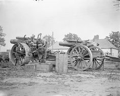 "SOMME OFFENSIVE WESTERN FRONT 1916 (Q 4147)   135 Siege Battery Artificers attending to two of their 8"" howitzers. La Houssoye 25th August 1916"