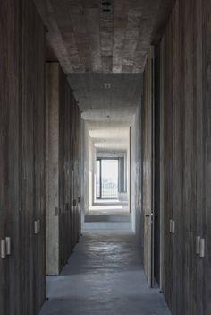 Vincent Van Duysen, Koen Van Damme · C Penthouse Van Damme, Interior Exterior, Interior Architecture, Beautiful Architecture, Interior Design, Luxury Interior, Vincent Van Duysen, Cubist Art, Concrete Wood