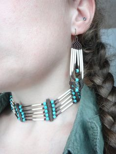 Native earrings of porcupine quills, Turquoise stones and japanese seed beads .  According to Native American spirituality, the porcupine is an innocent child, a kind and loving personality. He teaches embrace the world with curiosity and to be free of serious adult world.  Given the nature of the product, there may be a variation in the hue . When ordering , you can request a picture of the earrings to ship and I will send you for approval before shipping .  Hook of choice in the drop down…