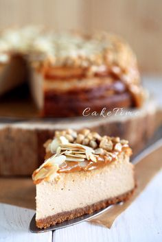 kajmakowy cheesecake with salted peanuts