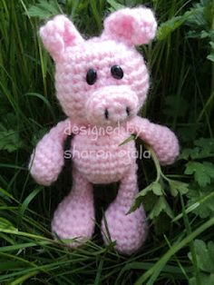 Homemade Obsessions: Little Bigfoot Piggy Crochet Pattern (easy amigurumi)