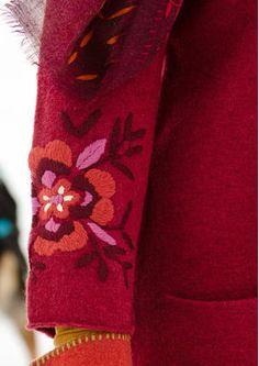 Bestickte Tunika aus gefilzter Wolle
