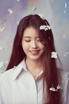 Girl Photo Poses, Girl Photos, Iu Twitter, Pretty Korean Girls, Iu Fashion, Thing 1, Digital Art Girl, Korean Actresses, Korean Celebrities