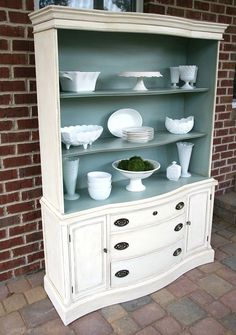 How-to-age-furniture-with-paint-canarystreetcrafts.com #Horsefurnitureideas