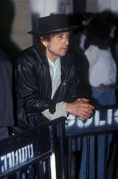 Bob Dylan - LIVE & RARE shared Dag Braathen's photo .