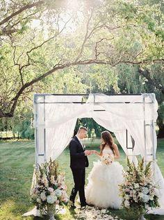 photo: ESTHER&GABE-BELL STUDIO; Wedding ceremony idea