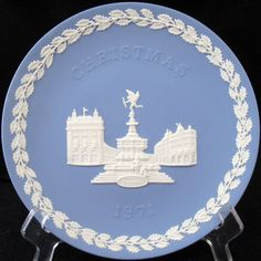 PICCADILLY CIRCUS  | WEDGWOOD JASPERWARE CHRISTMAS PLATE 1971