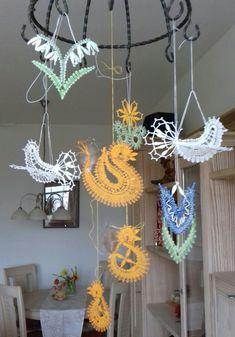 Bobbin Lacemaking, Bobbin Lace Patterns, Hanukkah, Diy And Crafts, Wreaths, Spring, Decor, Bobbin Lace, Projects