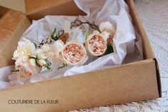 Depuis quelques mois, je recherchai de jolis packagings pour protéger vos accessoires mariage, couronnes de fleurs, bracelets, coussins porte-alliances, coiffes de mariée ou tout autre petite création. Ce, pour qu'il soit un vrai coffret, à la fois chic...