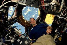L'astronaute français Thomas Pesquet dans la Station spatiale internationale, le 22 novembre 2016, photo fournie par ESA/NASA-ESA/NASA/AFP/-