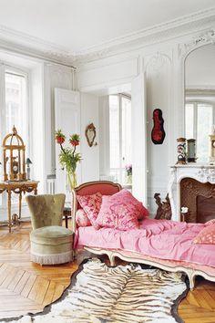 Erin Fetherston Paris Home chevron floor! Paris Home, Chaise Lounges, Planchers En Chevrons, Rosa Sofa, Chevron Floor, Pink Sofa, Pink Bed, Pink Settee, French Decor