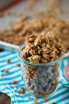 Peanut butter granola - I made this yesterday and it is delicious and so easy to make! I am never buying granola again! Breakfast And Brunch, Breakfast Recipes, Snack Recipes, Cooking Recipes, Peanut Butter Granola, Peanut Butter Recipes, Muffins, Healthy Treats, Healthy Eating