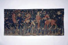 Bildteppich. Drei wilde Leute mit gezähmten Fabeltieren. Um 1450. Herkunft: Basel. Masse: Höhe 105 cm, Breite 232 cm. (LM-1178)