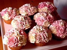 Rose bouquet cupcakes...Mmmm so pretty