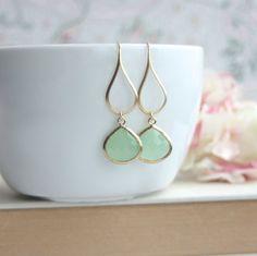 Grüne Minze Ohrringe grünem Glas Ohrringe baumeln. von Marolsha