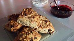 For å få varmen en kald kveld kan du servere te og engelskmennenes… Something Sweet, Different Recipes, Scones, Granola, Cauliflower, Nom Nom, Recipies, Muffin, Baking