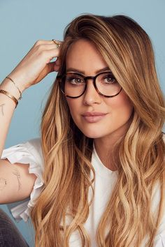 Hilary Duff, you look amazing in glasses! Hilary Duff, you look amazing in glasses! Look Fashion, Fashion Beauty, Corte Y Color, The Duff, Looks Cool, Hair Dos, Cut And Color, New Hair, Hair Inspiration