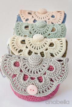 Pattern: Crochet Pouches http://2.bp.blogspot.com/-QDARBCqDHW0/UHQchYFgS0I/AAAAAAAAe6I/v864ZxJ3Bh4/s1600/3,4-1.jpg