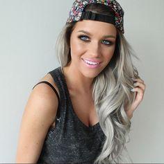 Granny hair, une casquette en plus. cheveux gris pastel monvanityideal