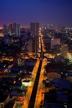 ✮ View of the busy City of Manila at night - The Philippines