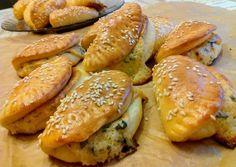 Sörkorcsolya sajttal töltve recept foto Empanadas, Ravioli, Pretzel Bites, Hot Dog Buns, Bakery, Clean Eating, Food And Drink, Pizza, Sweets
